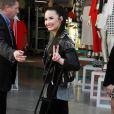 Demi Lovato, blessée, à l'ouverture du magasin Topshop à The Grove à Los Angeles, le 14 février 2013.