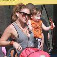 Exclusif - Drea DeMatteo va faire des courses avec ses deux enfants Alabama et Waylon à Studio City, le 17 février 2013.
