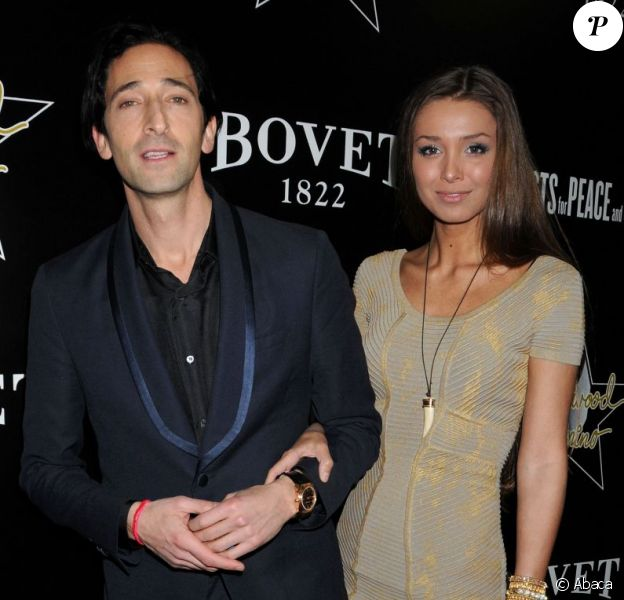 Adrien Brody et Lara Lieto à la soirée Hollywood Domino and Bovet 1822 Gala Benefiting Artists For Peace And Justice, à Los Angeles, le 21 février 2012.