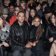 Janet Jackson et son mari Wissam Al Mana amoureux lors de la Fashion Week de Milan, au défilé Cavalli le 23 février 2013. Le couple a récemment avoué s'être marié en secret en 2012.