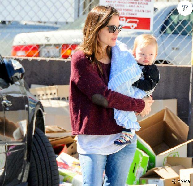 Jennifer Garner et son fils Samuel dans les rues de Los Angeles, le 26 février 2013.