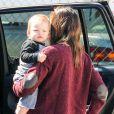 Jennifer Garner avec son fils Samuel dans les rues de Los Angeles, le 26 février 2013.