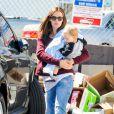 Jennifer Garner promène son fils Samuel dans les rues de Los Angeles, le 26 février 2013.