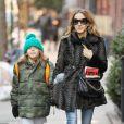 Sarah Jessica Parker avec son fils James en direction de l'école à New York le 5 mars 2013.