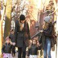 Sarah Jessica Parker au côté de ses filles jumelles Tabitha Hodge and Marion Loretta à New York, le 5 mars 2013.