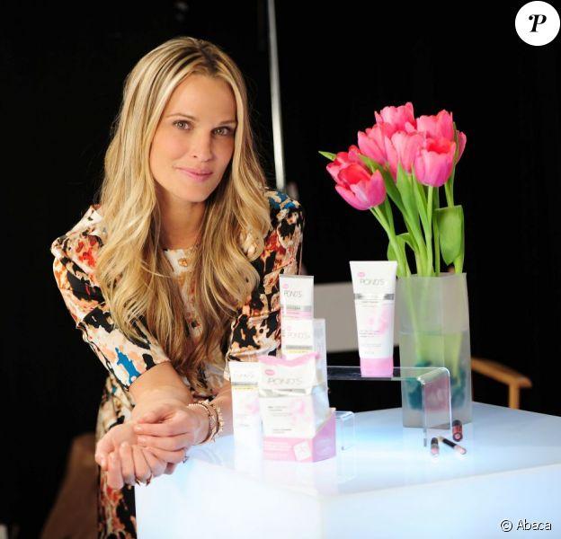 Molly Sims a participé au lancement d'une ligne de cosmétiques pour la marque Pond's à New York le 5 mars 2013.