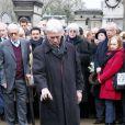 Guy Bedos  au cimetière  Montparnasse  pour l'inhumation de Stéphane  Hessel   à Paris le 7 mars 2013.