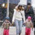 Sarah Jessica Parker avec ses filles Marion and Tabitha dans les rues de New York, le 8 mars 2013.