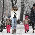 Sarah Jessica Parker a emmené ses jumelles Marion et Tabitha à l'école sous la neige, à New York, le 8 mars 2013.