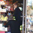 Amy Adams, son compagnon et fiancé Darren Le Gallo et leur fille Aviana sont allés faire du shopping dans un magasin de jouets à Beverly Hills. Le 9 mars 2013.