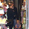 Amy Adams, son fiancé Darren Le Gallo et leur fille Aviana sont allés faire du shopping dans une boutique de jouets à Beverly Hills. Le 9 mars 2013.