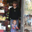 Amy Adams, son fiancé Darren Le Gallo et leur fille Aviana sont allés faire du shopping dans un magasin de jouets à Beverly Hills. Le 9 mars 2013.