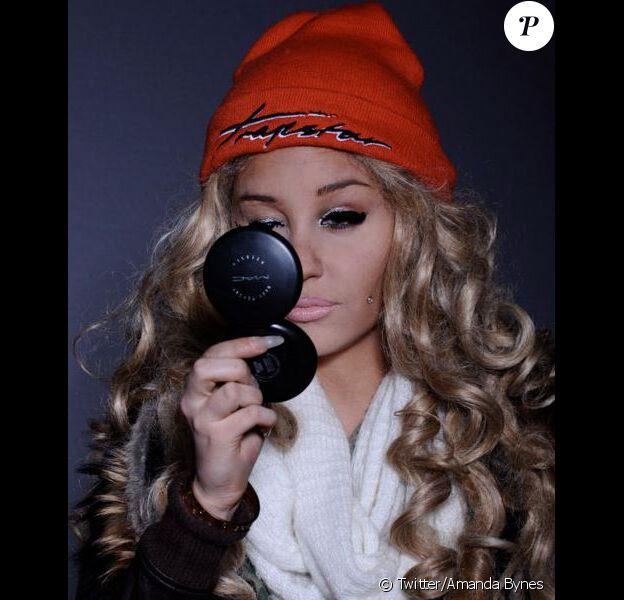 Amanda Bynes s'amuse comme une folle à se déguiser et à poster les photos sur son compte Twitter. Le 10 mars 2013.