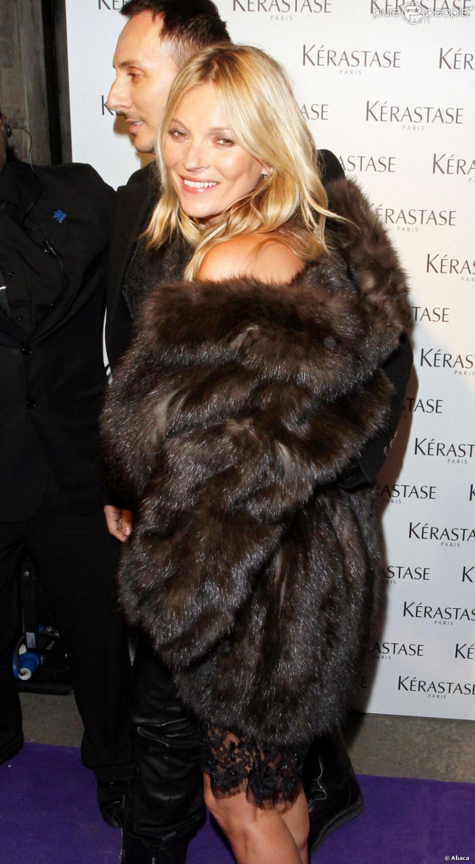Kate Moss et le coiffeur Luigi Murenu assistent à la soirée Kérastase Paris au One Mayfair. Londres, le 11 mars 2013.