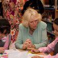 La duchesse de Cornouailles, Camilla Parker Bowles, a visité une école de filles durant sa visite à Doha, capitale du Qatar, le 14 mars 2013.