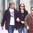 Viggo Mortensen se promène dans les rues de Madrid le 21 mars 2013 avec sa petite amie Ariadna Gil.
