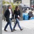 Viggo Mortensen et sa petite amie Ariadna Gil se promènent à Madrid le 21 mars 2013.
