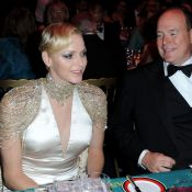 Charlene de Monaco, Bal de la Rose 2013 : Prude, puis décolletée et scintillante