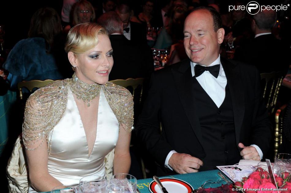 La princesse Charlene de Monaco a dévoilé dans la Salle des éoiles sa robe Ralph Lauren, au Sporting de Monte-Carlo, samedi 23 mars 2013, lors du Bal de la Rose avec le prince Albert et la princesse Caroline