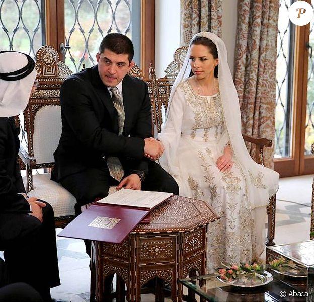 La princesse Iman de Jordanie, fille de la reine Noor et de feu le roi Hussein, a épousé le 22 mars 2013 son fiancé Zaid Azmi Mirza, à Amman, en présence du roi Abdullah II (dr.).
