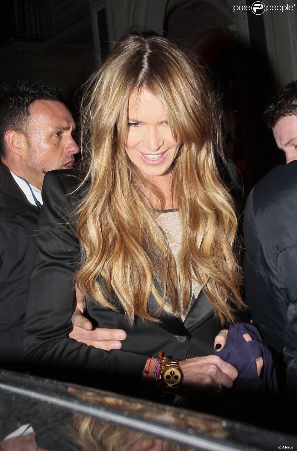Elle Macpherson quitte le 3 Cromwell Road à Londres, le 26 mars 2013.