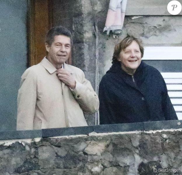 Angela Merkel et son mari Joachim Sauer en balade à Ischia en Italie le 30 mars 2013.