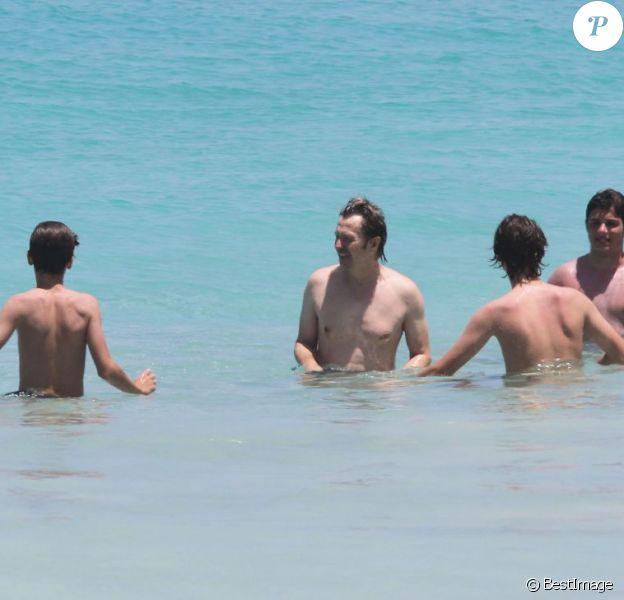 Exclusif - Gary Oldman en vacances avec ses fils Alfie, Gulliver et Charlie à Saint-Barthélémy, le 2 avril 2013