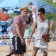 Olivier Martinez, sa chérie Halle Berry et sa fille Nahla en vacances sur une plage d'Hawai le 27 mars 2013.