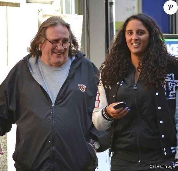 Gérard Depardieu va dejeuner avec sa fille Roxane (20 ans) à New York, le 5 avril 2013 alors qu'il etait convoqué le même jour au tribunal à Paris pour conduite en etat d'ivresse.