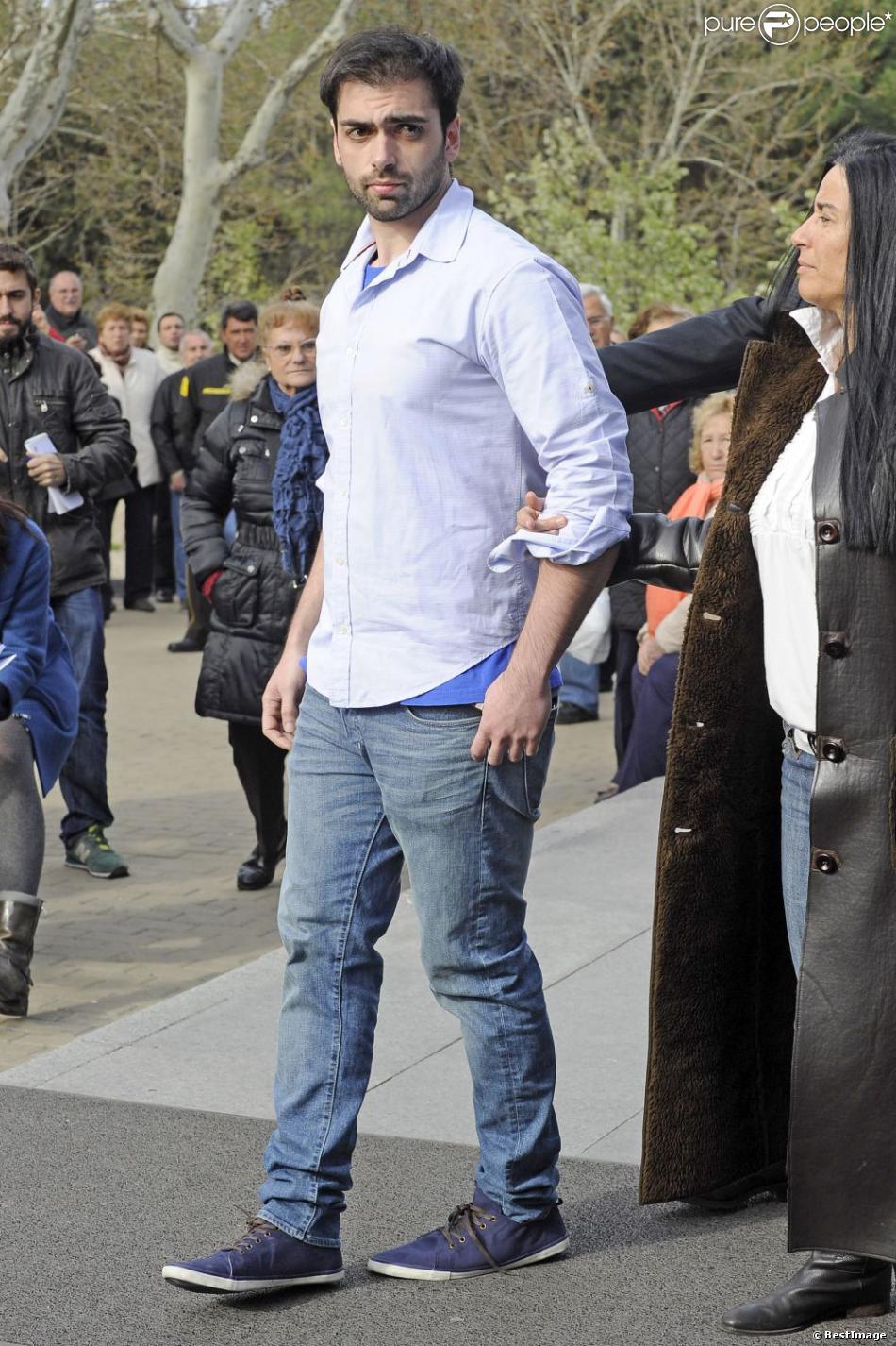 Zeus Tous, le fils de Sara Montiel aux funérailles de sa mère à Madrid, le 8 avril 2013.