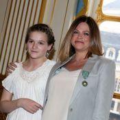 Charlotte Valandrey décorée sous le regard fier de sa fille, la jolie Tara