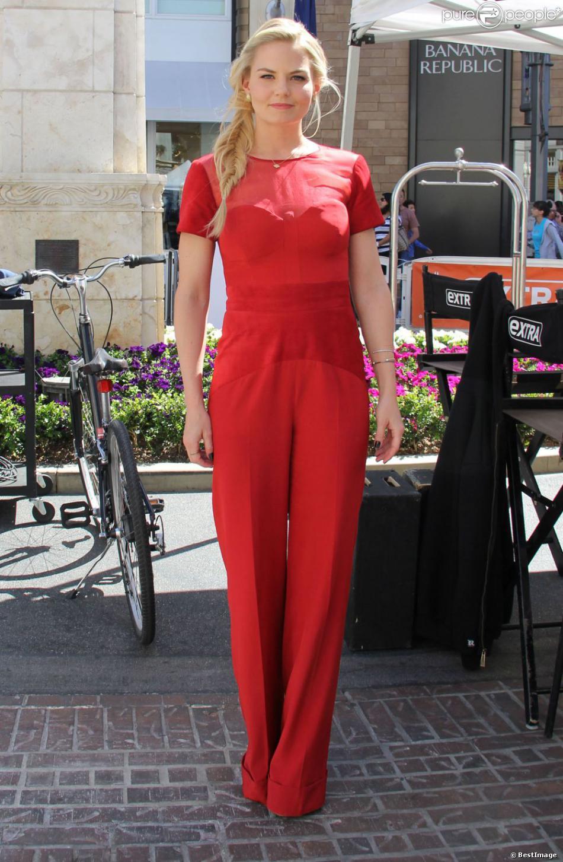 Jennifer Morrison sur le plateau de l'émission  Extra  à Los Angeles, le 18 avril 2013.