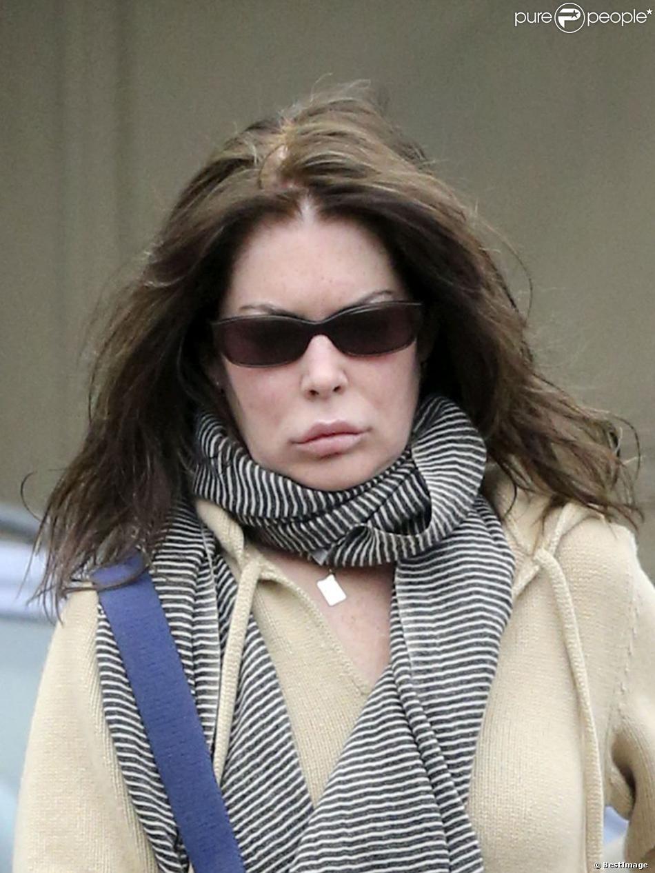 Exclusif - Lara Flynn Boyle va faire ses courses à Beverly Hills, le 14 avril 2013. Lara Flynn Boyle dévoile un corps squelettique et un cuir chevelu dégarni, symptômes des problèmes de poids et de la lutte contre l'anorexie qu'elle a subi dans le passé.