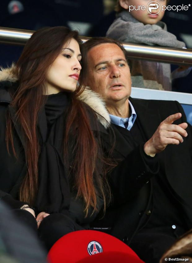 yasmine et son poux eric besson au parc des princes paris lors du match psg nice le 21 avril. Black Bedroom Furniture Sets. Home Design Ideas