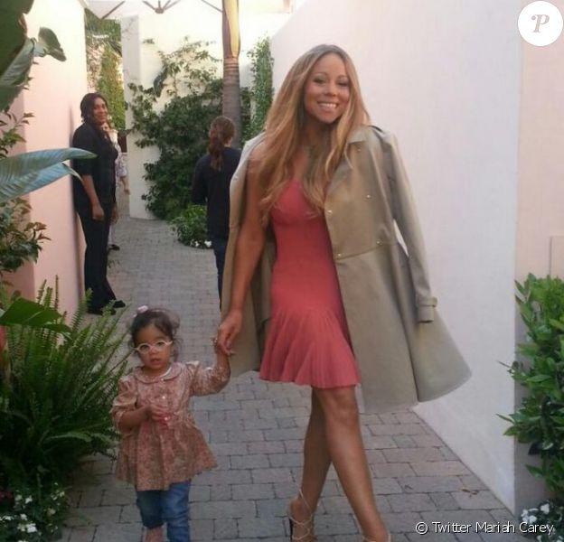 La chanteuse Mariah Carey et sa fille Monroe dans les coulisses du tournage d'American Idol. Avril 2013.
