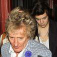 Harry Styles sortant d'un restaurant de Los Angeles en compagnie de Rod Stewart, sa femme et sa fille Kimberly, le 25 avril 2013.