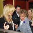 Harry Styles sortant d'un restaurant de Los Angeles en compagnie de Rod Stewart, sa femme et sa fille, le 25 avril 2013.