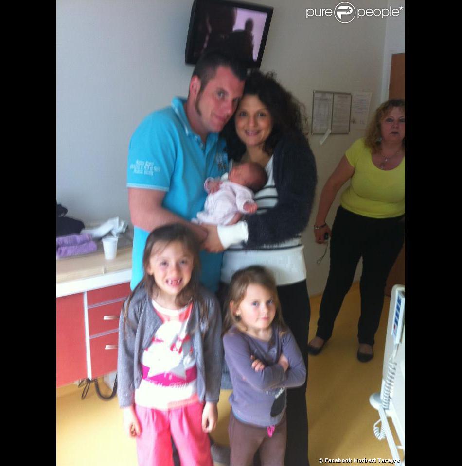 Norbert Tarayre présente sa troisième fille née mercredi 1er mai 2013