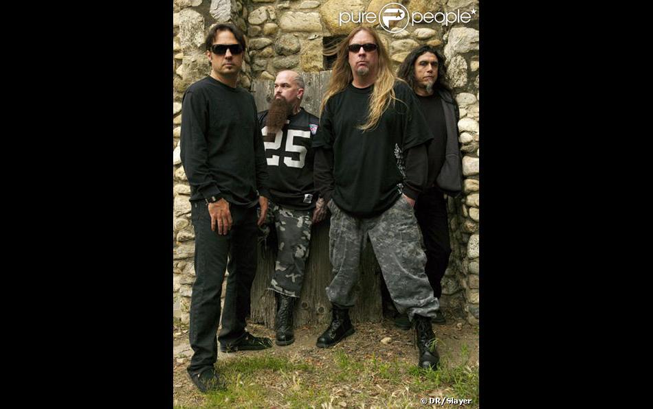 Le groupe Slayer, icône du trash metal, est en deuil de son guitariste virtuose Jeff Hanneman, reconnaissable à ses longs cheveux blonds, décédé le 2 mai 2013 à 49 ans des suites d'une insuffisance hépatique.