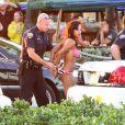 """Pendant que Jennifer Lopez accordait une interview à Fort Lauderdale pour l'émission """"Entertainment Tonight"""" après le tournage de son clip, des coups de feu ont retenti. La police a procédé à des arrestations. Le 5 mai 2013."""