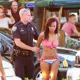 """Pendant que J-Lo donnait une interview à Fort Lauderdale pour l'émission """"Entertainment Tonight"""" après le tournage de son clip, des coups de feu ont retenti. La police a procédé à des arrestations. Le 5 mai 2013."""