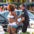 """Pendant que Jennifer Lopez donnait une interview à Fort Lauderdale pour l'émission """"Entertainment Tonight"""", après le tournage de son clip, des coups de feu ont retenti. La police a réalisé des arrestations. Le 5 mai 2013."""
