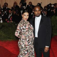 Kim Kardashian et Kanye West, tous deux habillés en Givenchy, assistent au gala Punk : Chaos to Couture du Costume Institute au Metropolitan Museum of Art. New York, le 6 mai 2013.