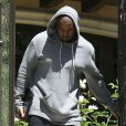 Kanye West sort de chez Kim Kardashian avec une blessure au front le 11 mai 2013 à Los Angeles