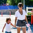Kourtney Kardashian et son fils Mason à Calabasas, le 11 mai 2013.