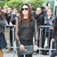 Eva Longoria quitte l'hôtel Four Seasons George V et se rend sur le plateau de l'émission de Laurence Ferrari 'Le Grand 8' en direct sur la chaîne Direct 8 à Paris le 13 mai 2013.