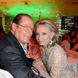Sir Roger Moore et son épouse Kristina lors d'un dîner à Berlin, le 12 mai 2013.