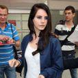 Lana Del Rey débarque à l'aéroport de Nice pour le 66e Festival de Cannes.