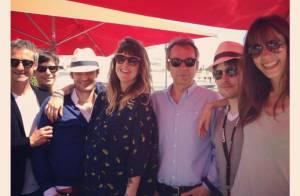 Le Grand Journal : Photo de famille à Cannes et sosies bébés bien agités !