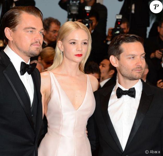 Leonardo DiCaprio, Carey Mulligan, Tobey Maguire posent à la montée des marches de Gatsby le Magnifique en cérémonie d'ouverture du Festival de Cannes, le 15 mai 2013.